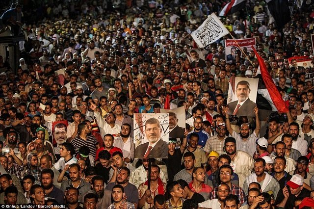 Morsi role at Syria rally seen as tipping point for Egypt army