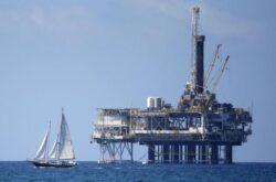 Oil Tumbles as Iran Nuclear Deal Looms