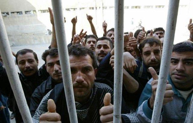 Damascus rebels near infamous prison