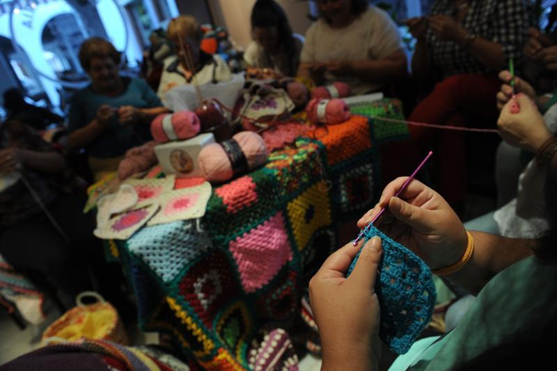 When Politicians Dither, Spanish Mothers Help Syrian Mothers