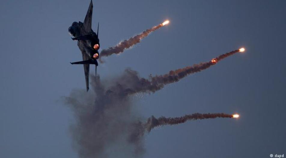 Israeli air strike hits Hezbollah weapons